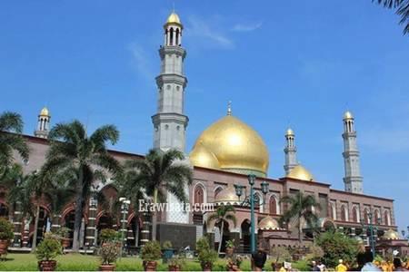 Masjid Dian Al Mahri Berkubahkan Emas Murni